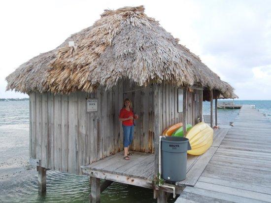 Victoria House Resort & Spa: diveshop on pier