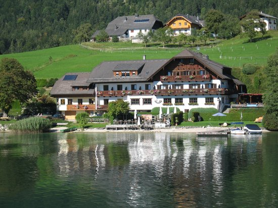 Hotel Restaurant Seehang: View of hotel / restaurant from lake