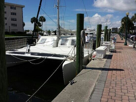 Catamaran Mariah of Palm Beach: The Mariah dock side