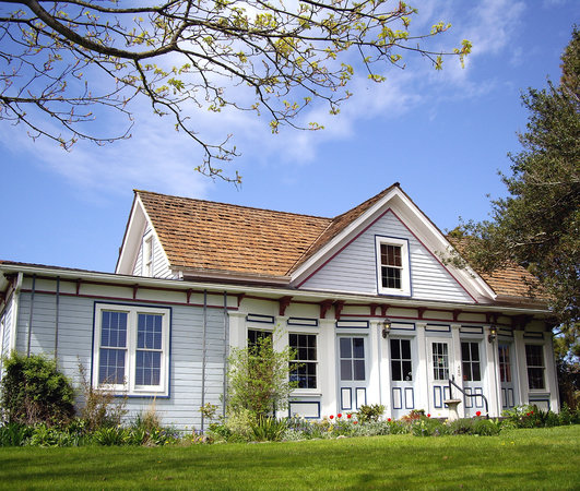 Crockett Farm Bed and Breakfast : The Farmhouse in Spring