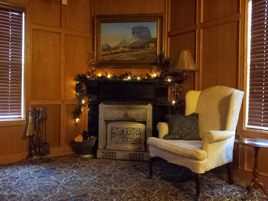 Crockett Farm Bed and Breakfast : Holiday Library