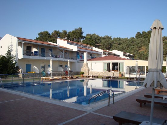 Troulos Bay Hotel: The pool
