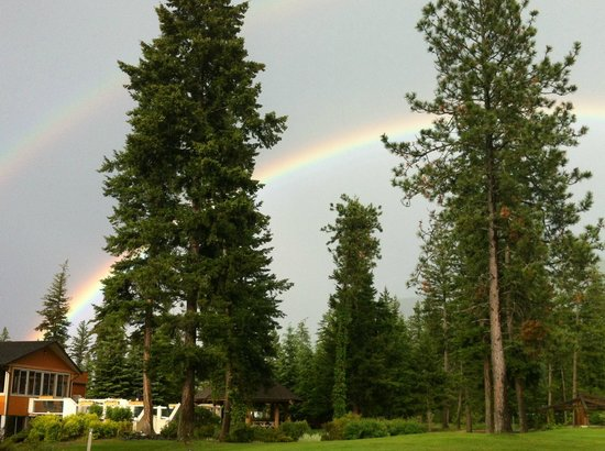 Quaaout Lodge & Spa at Talking Rock Golf Resort : Rainbow over the lodge!