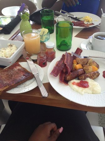 Royal Palm South Beach Miami, A Tribute Portfolio Resort: Complimentary Breakfast Buffet