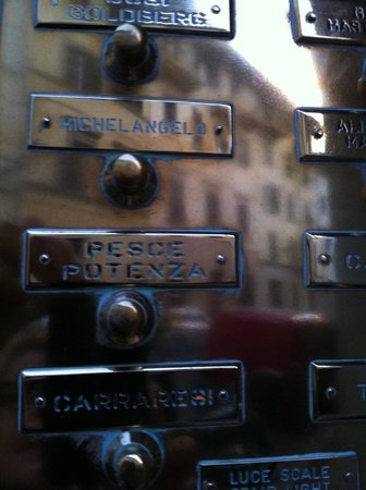 Michelangelo Guesthouse: It was hilarious to ring Michelangelo's buzzer