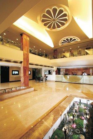Taurus Sarovar Portico: Lobby Reception Area