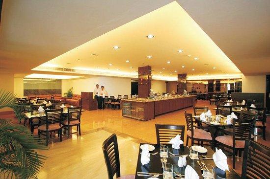 Taurus Sarovar Portico: Restaurant Coffee Shop