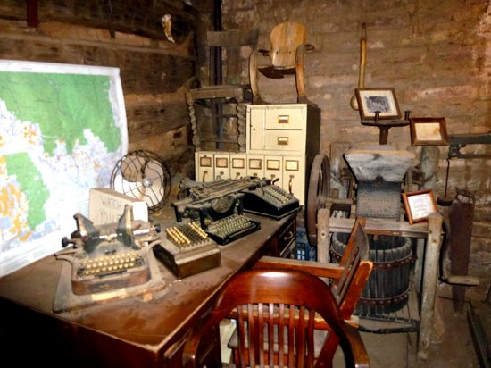 Log Cabin Curio Shop: ONE OF THE MUSEUM ROOMS WITH OFFICE THINGS