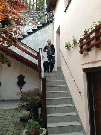 GJ Residence Na Vinohradu: cortile interno