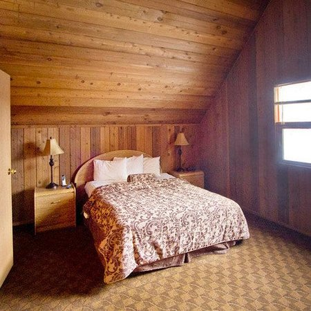 Banff Gate Mountain Resort: Master Bedroom