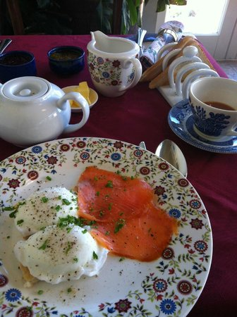 Sea Mist House: Poached eggs with salmon