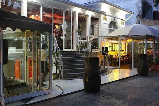 Villa das Arabias Boutique Hotel: Hotel Front View - The Arabian feel....