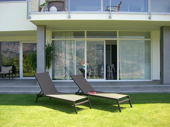 B&B Arco Garda Rooms : Terrasse mit Garten