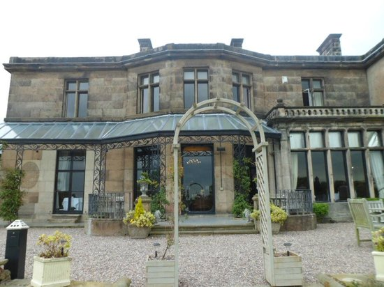 Rookery Hall Hotel & Spa: Back of hotel with view to our room (June)