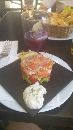 Masktapas: tartar de salmon (caro)