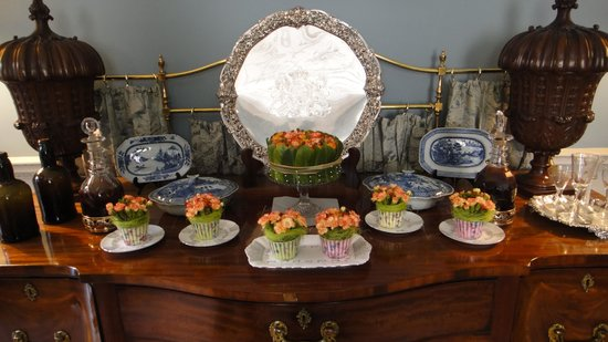 Fairfax House : Doesn't it look like a real cake and cupcakes? All flowers on the sideboard