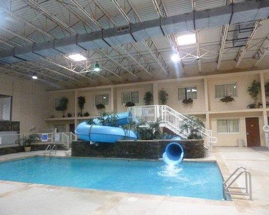 Grand Williston Hotel & Conference Center: Pool