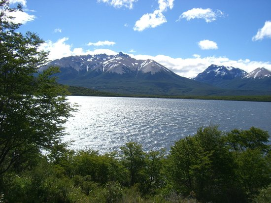 Río Pico, Argentina: Sun Gleaming off the Lake