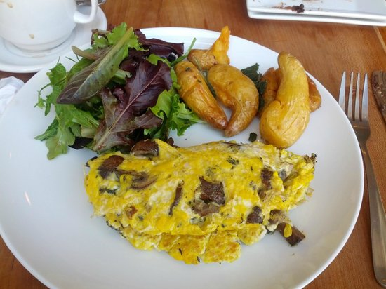 Duo Bistro: Duo Omelet with Smashies