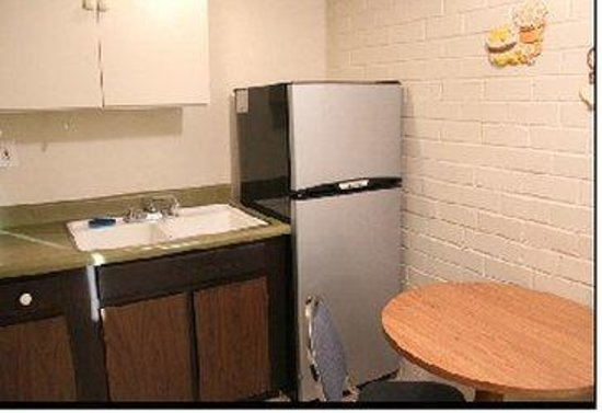 Frontier Motel: Queen Room Kitchenette