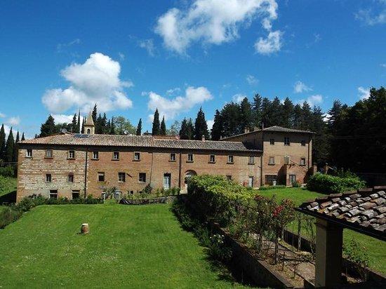 "Sacro Monte di San Vivaldo: il convento di S. Vivaldo, visto dalla ""Gerusalemme"""