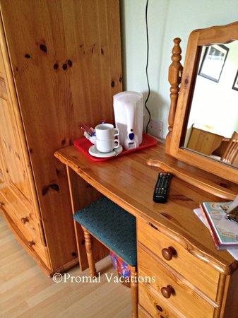 Michaeleen's Manor: Coffe/tea in room