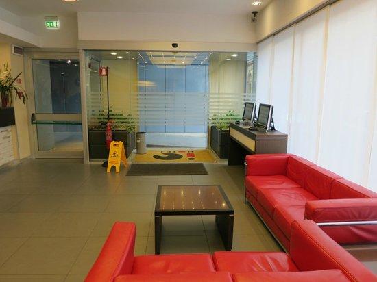 iQ Hotel Roma: Hotel lobby.