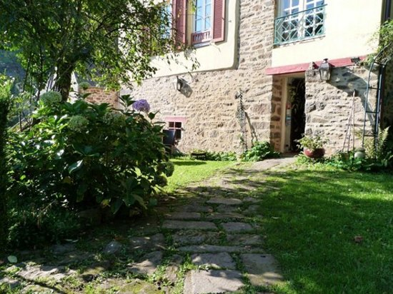 Le logis du jerzual updated 2017 guesthouse reviews for Cote jardin
