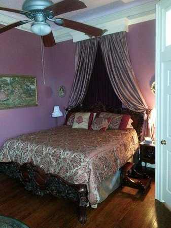 The Mermaid & The Dolphin Inn: This was our suite, Ocean Rhythms