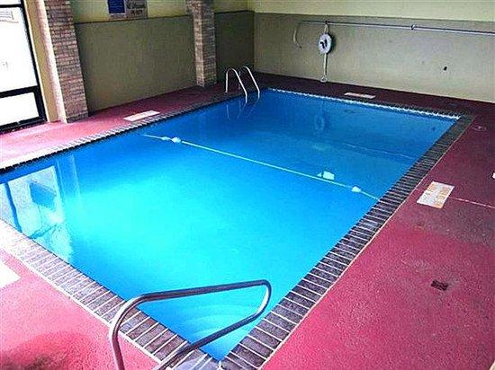 Motel 6 Memphis: MPool