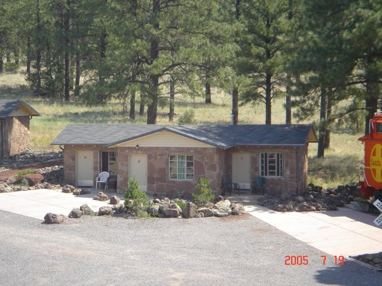 Canyon Motel & RV Park: Flagstone Building