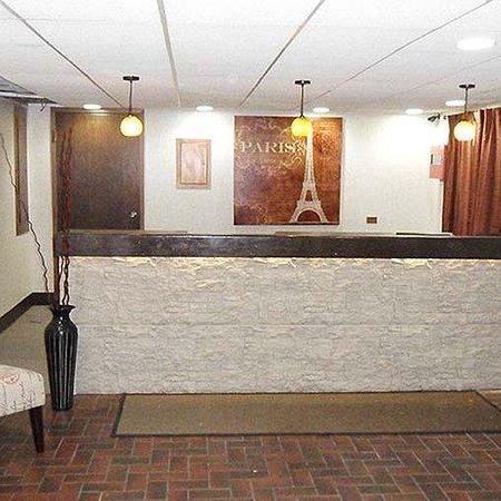 Magnuson Hotel Dixon Lobby