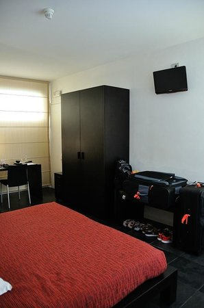 Cau0027 Pozzo Inn: Very Spacious Room With Tons Of Storage.