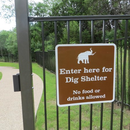 Waco Mammoth National Monument : Signage