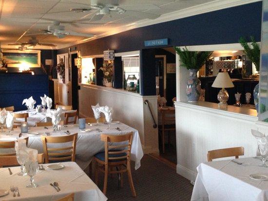Mildred's Strathmere Restaurant: Porch area