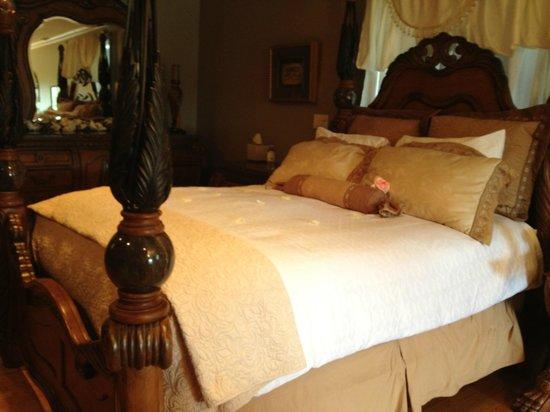 Guesthouse Getaway!: beautiful honeymoon suite