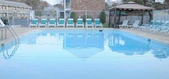Affordable review of hunters green motel west yarmouth for Affordable pools ma