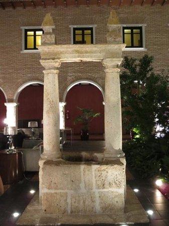 AC Hotel Palacio de Santa Ana: Adicionar uma legenda