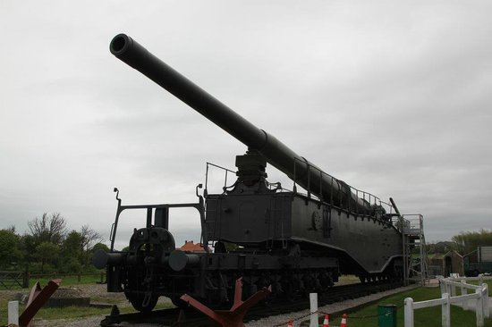 Batterie Todt : One of the two surviving K5 Railway Guns on-hand here!