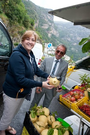 Caruso Limo Private Day Tours: Sal with me at a fruit stand
