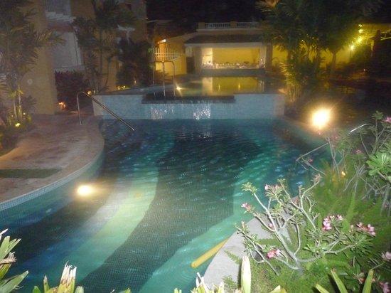 Ocean Two Resort & Residences: pool