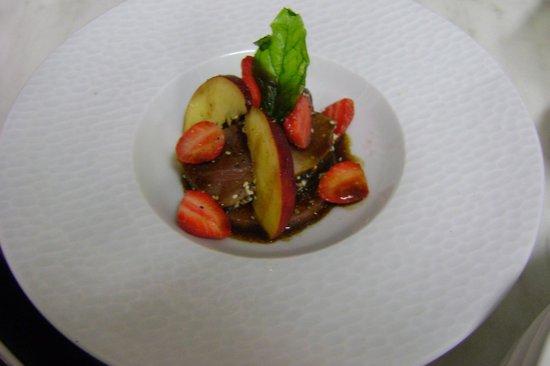 Au Gite de la Maison Hote : Tataki de thon aux pêches et fraises