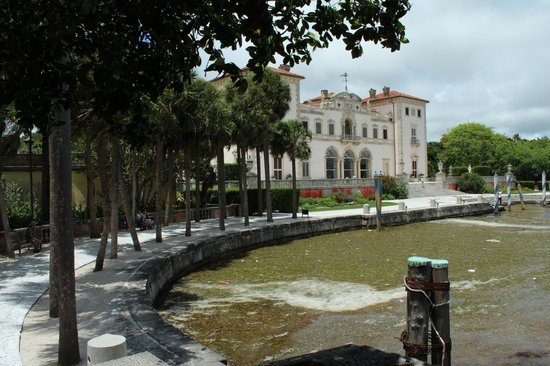 Vizcaya Museum and Gardens: At the back of the museum