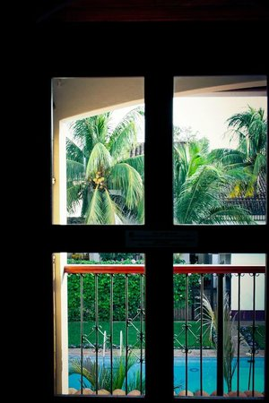 Hotel Cacique Adiact: Trough the window