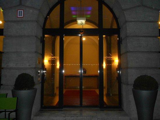Mövenpick Hotel Berlin: Entrée