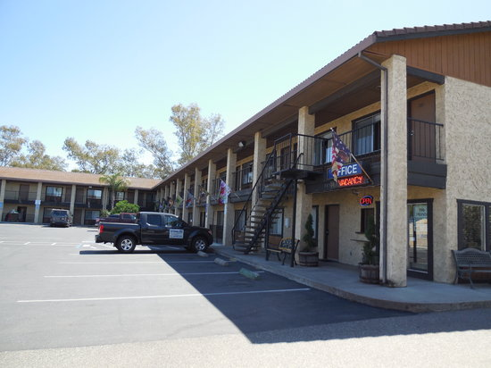Orland Inn: Front View of Motel