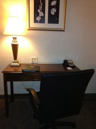 Comfort Suites Perimeter Center: Work area - a second outlet is hidden by the chair