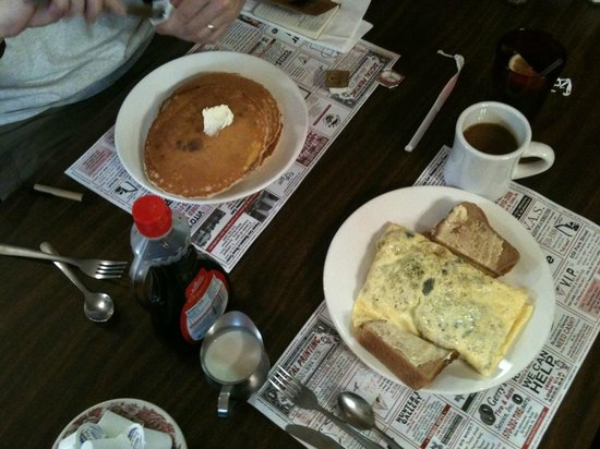 Pinky's Family Restaurant: Sunday breakfast at Pinky's in Carbondale - worth the trip!