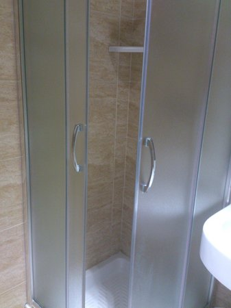 Hotel Gioberti: mini shower cabin