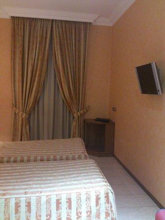 Hotel Gioberti: Twin bed